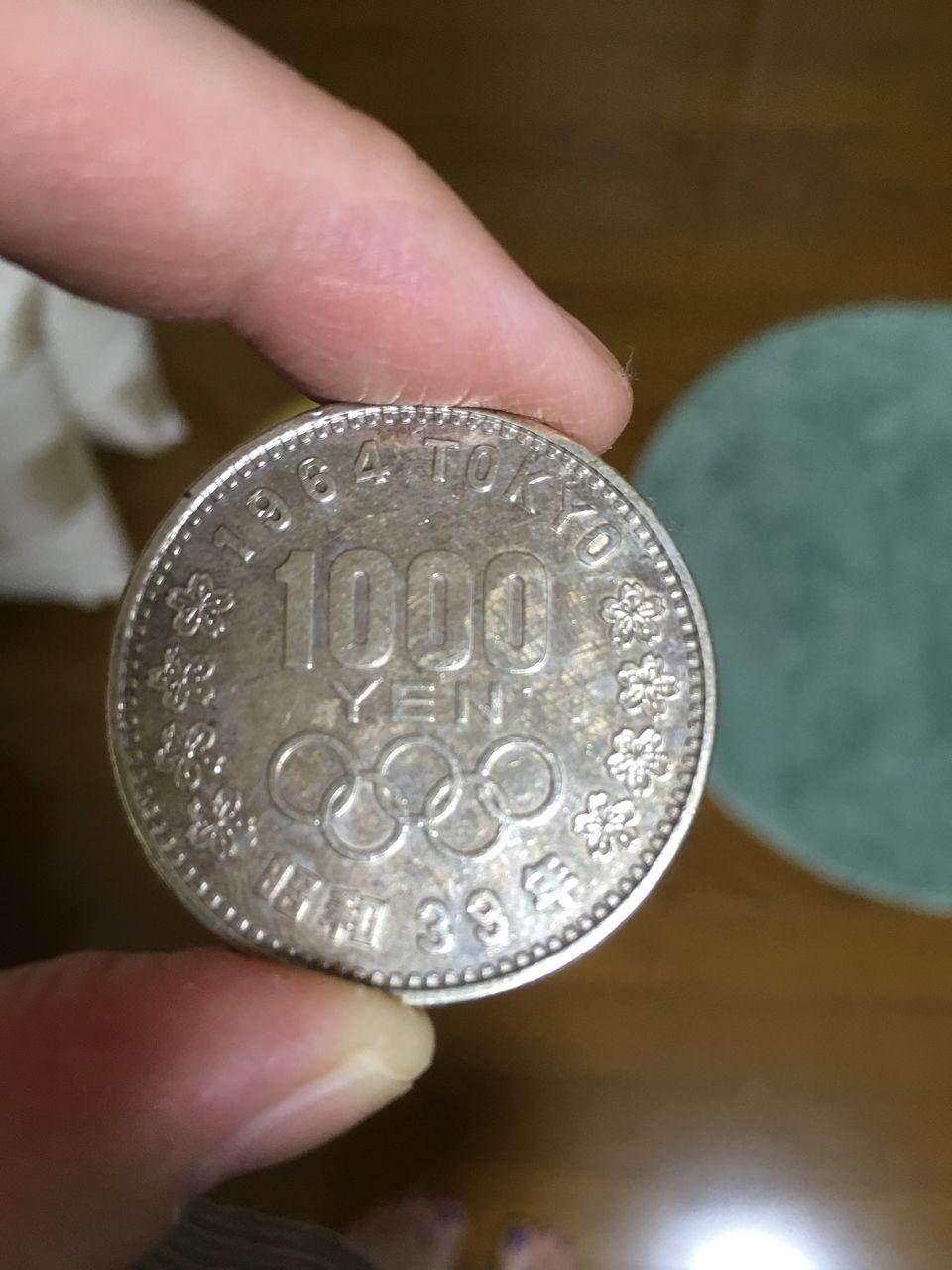 すごいでしょ?!昭和39年の東京オリンピックの1000円記念硬貨持っているんですーー!!ずっと使わずに持ってます。もちろんこのころに産まれておりませんww(私は昭和51年生まれです。ロッキード事件の年です。…