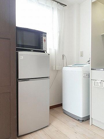 テレビ、冷蔵庫、洗濯機、電子レンジ、ベッド、机、椅子等ついて3万円台